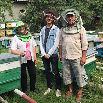 Spotlight story image pertaining to Gary Hung with beekeepers